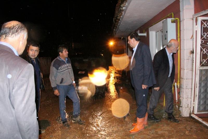 Havza'da 3 Mahalleyi Sel Vurdu