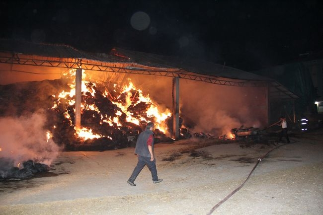 Havza'da Samanlık Yangını 300 Ton Saman Yandı