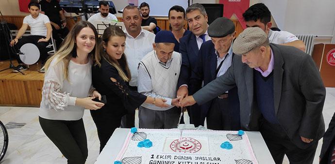 1 Ekim Dünya Yaşlılar Günü Huzurevinde Kutlandı