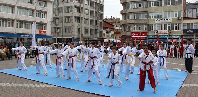 19 Mayıs Resmi Kutlama Programı Yapıldı