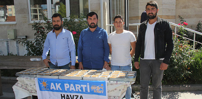 Ak Parti Gençlik Kolları Aşure Dağıttı