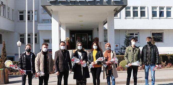 AK Parti Havza Gençlik Kollarından Karanfilli Kutlama