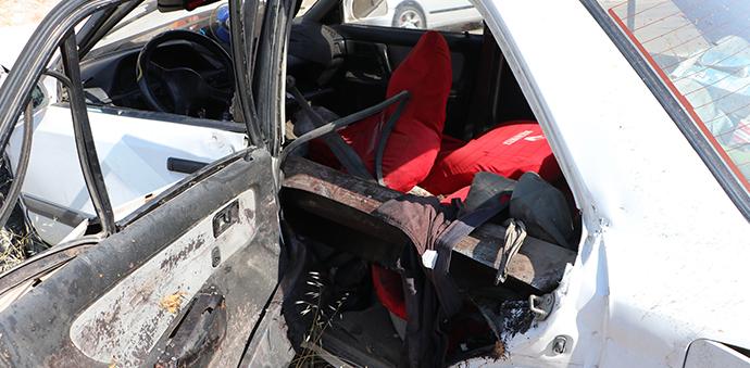 Bariyere Saplanan Otomobil Sürücüsü Hayatını Kaybetti