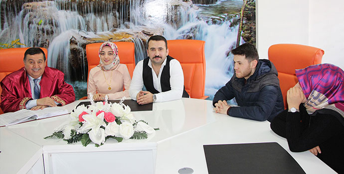 Başkan İkiz Sevgililer Gününde nikah kıydı