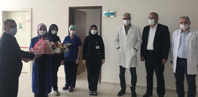 Başkan Özdemir'den Hemşirelere Çiçek