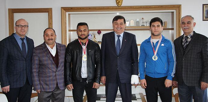 Güreşçi Kardeşlerden Başkan Murat İkiz'e Ziyaret