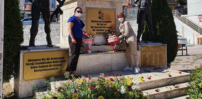 Havza ADD 30 Ağustos'u Çiçek Bırakarak Kutladı