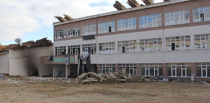 Havza'da Depreme Dayanıksız Okul Binalarının Yıkılıyor