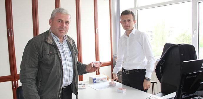 Havza'da Muhtarlara Yeni Kimlikler Dağıtılıyor