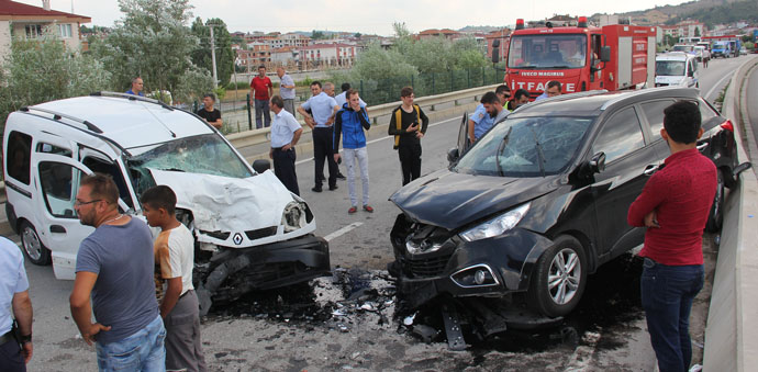 Havza'da Trafik Kazası 3'ü Ağır 6 Yaralı