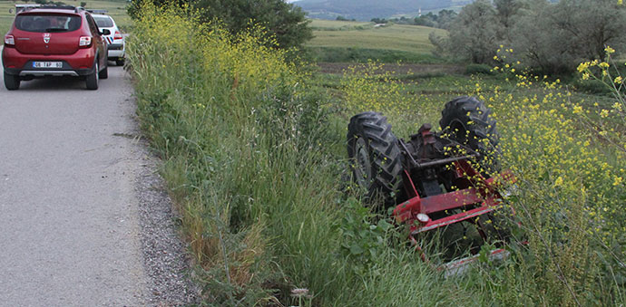 Havza'da Traktör Devrildi 3 Yaralı