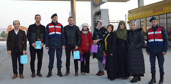 Jandarma'dan Öğretmenler Günü Sürpriz Kutlama