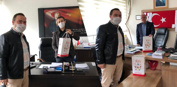 Kamu Çalışanlarına Gençlik Merkezinden Siperlikli Maske