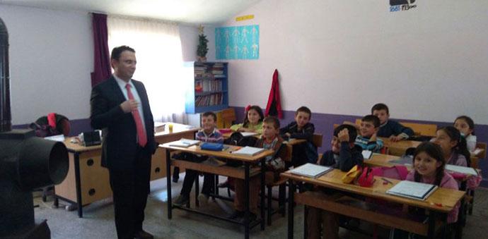 Kaymakam Yılmaz, Kırsal Mahallelerdeki Okulları Ziyaret Etti