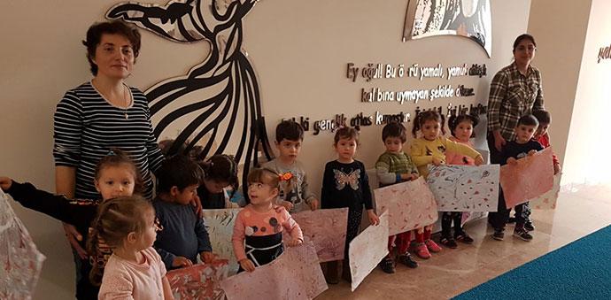 Minik Öğrenciler Ebru Sanatı Yaptılar