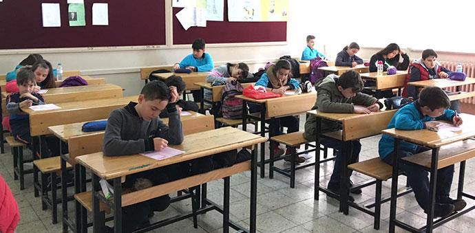 Öğrenci Ve Veliler Okudukları Kitaplardan Birbirleri İle Yarıştılar