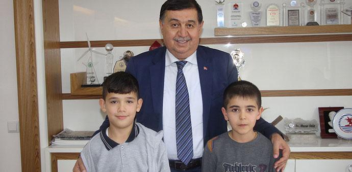 Okul Başkanı adayı ilkokul öğrencisinin isteklerini yerine getirdi