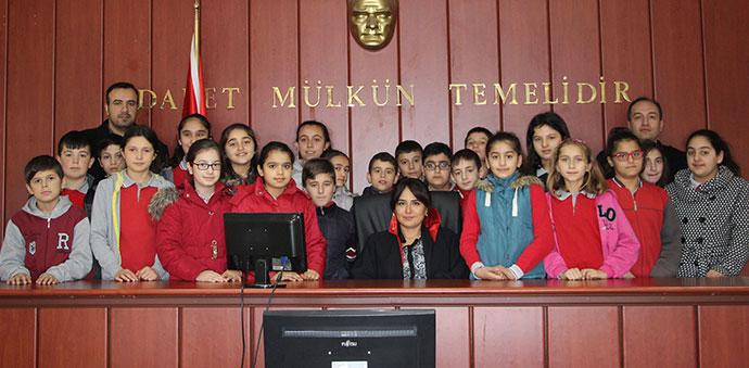 Ortaokul öğrencileri Havza Adliyesinde