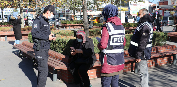 Polis Kadına Karşı Şiddet Ve KADES Uygulaması Hakkında Bilgilendirme Yapıldı