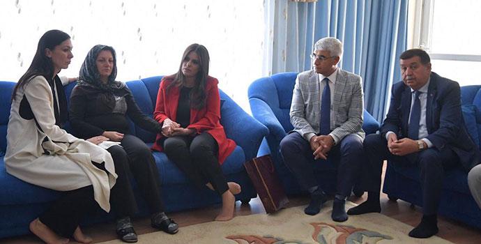 Sarıeroğlu ve Çiğdem Karaaslan'dan Şehit Ailesine Ziyaret