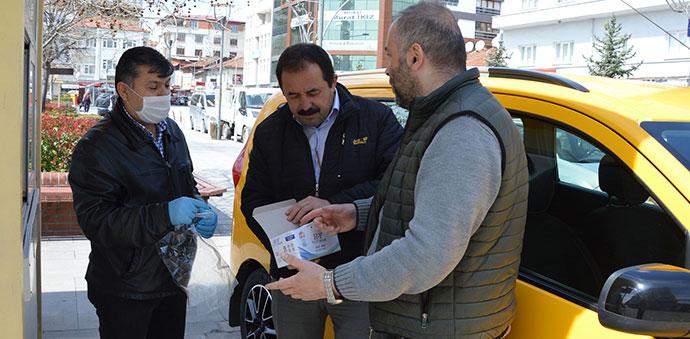 Taksi Duraklarına Ücretsiz Maske Dağıtıldı