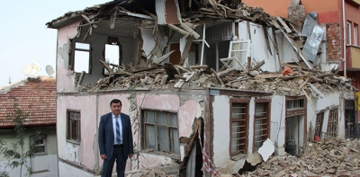 3 Katlı Metruk Bina Belediye Tarafından Yıkıldı
