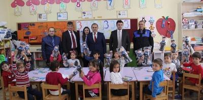 Ana Sınıfı Öğrencilerine Polis Bebek Ve Boyama Kitabı