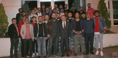 CHP Milletvekili Kemal Zeybek'ten şampiyon'a yemek
