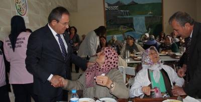CHP Samsun Milletvekili Kemal Zeybek, Aşure Çorbası Dağıttı