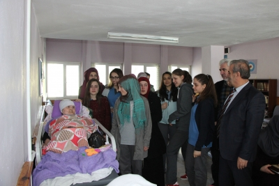 Fen Lisesi Öğrencilerinden Huzurevi Ziyareti
