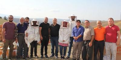 Genç Çiftçilere 230 Kovana Arı Ve Aracılık Malzemesi Dağıtıldı