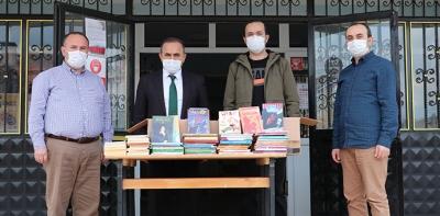 Havza Makbule Yusuf Ölçer YBO'a Ortaokuluna Kitap Bağışı