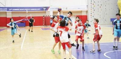 Hentbolda Kazanan Vakıfbank Atatürk Ortaokulu