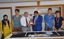 İl Birincisi Öğrencilerine Madalya