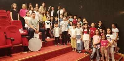 Kaymakam Yılmaz'dan Çocuk Korosuna Ziyaret