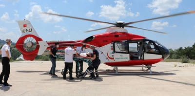 Kaza'da Ağır Yaralanan 2 Yaşındaki Kız Hava Ambulansı İle Sevk Edildi