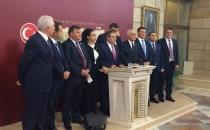 Kemal Zeybek ile bir grup CHP milletvekili, Mecliste basın toplantısı düzenledi