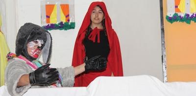 Kırmızı Başlıklı Kız İngilizce Sahnelendi