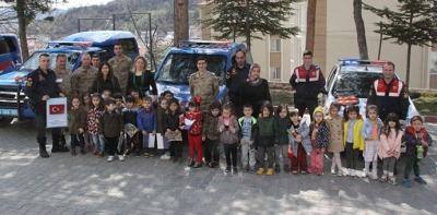 Minik Öğrencilerden Jandarmaya Ziyaret