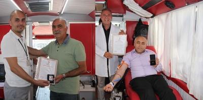 Sürekli Kan Bağışcısı 2 Kişiye Madalya Verildi