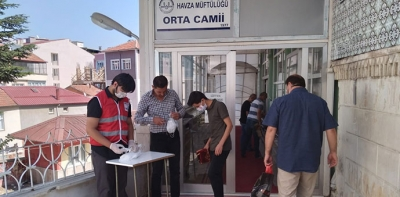 Türk Kızılayı Cuma Namazı Öncesi Maske Yapıttı